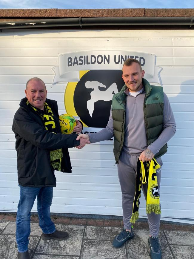 Sealed his return to Basildon United - Darren Phillips (right)