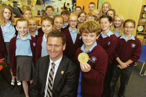 Impressive – Chris Holmes with children from Buttsbury Junior School, in Billericay