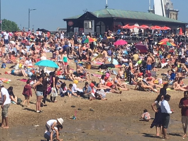 Plans for pricier parking at seafront car parks on hotter days